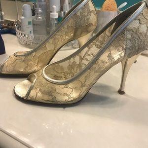 """STUART WEITZMAN Gold lace """"Lingerie"""" evening shoes"""